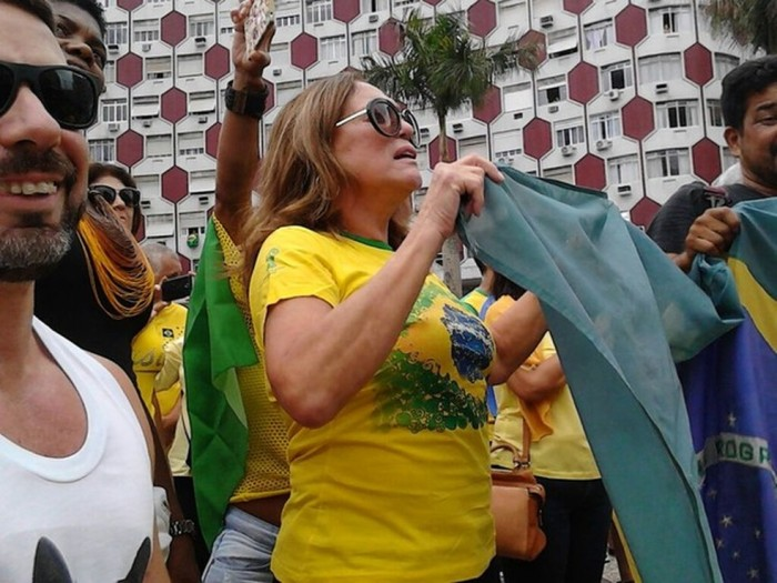 Atriz Susana Vieira participa de mobilização pró-Lava Jato em Santos, litoral paulista (Foto - Carlos Abelha - G1)