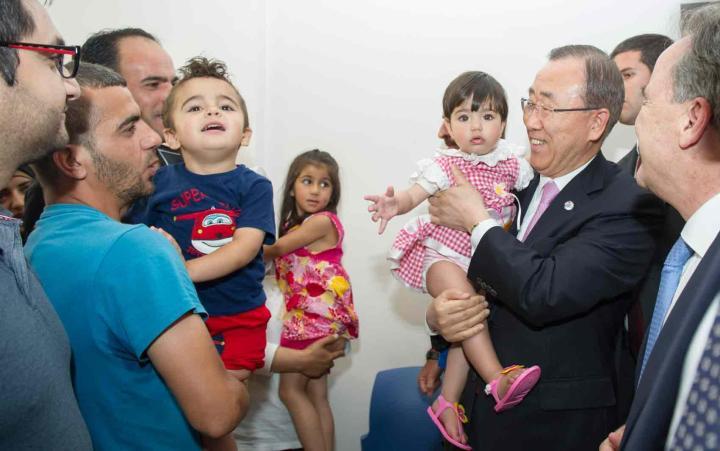 Ban Ki-moon visita centro de acolhida a refugiados em Antenas, na Grécia, em junho de 2016. Foto - UN Photo-Rick Bajornas