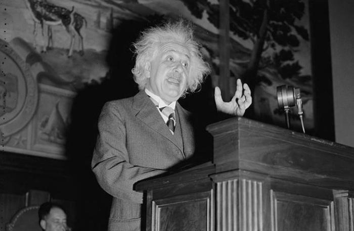 albert-einstein-em-seu-discurso-de-1940